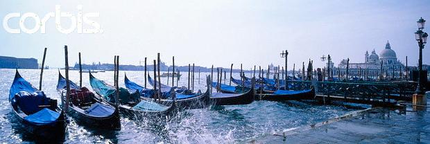 Venedig Moored Gondolas © Copyright Karl Heinz Haenel and CorbisImages 42-17195136