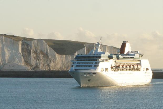 Blick von der MS Astor auf Dover und EMPRESS © Copyright by PANORAMO