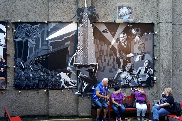 Auch in der City von Belfast begegnet einem überall die Titanic BlogDSC06874 © Copyright by PANORAMO