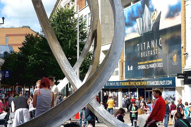 Auch in der City von Belfast begegnet einem überall die Titanic BlogDSC07056