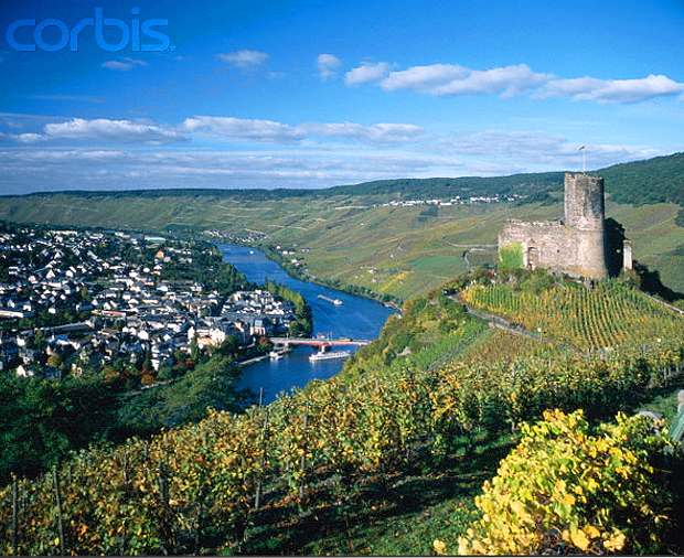 Bernkastel-Kues Mosel © Copyrights managed by Corbis Images: 42-15347881