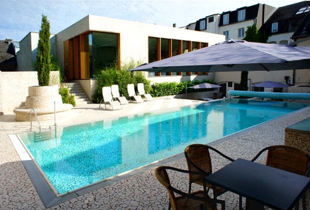 Außen-Pool des Wellness Hotel Saint Nicolas & Spa in Remich
