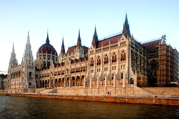 Das Parlament an der Donau beherbergt auch die Kronjuwelen Ungarns, Budapest 2013 © Copyright by PANORAMO Bild lizensieren: briefe@panoramo.de