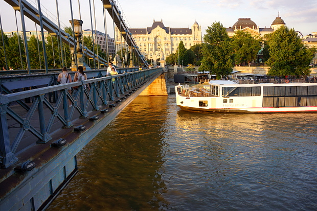 Kettenbrücke in Budapest 2013 © Copyright by PANORAMO Bild lizensieren: briefe@panoramo.de
