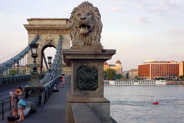 Die Kettenbrücke in Budapest 2013 © Copyright by PANORAMO Bild lizensieren: briefe@panoramo.de