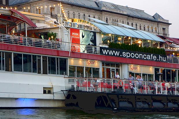 Gastronomie auf der Donau in Budapest 2013 © Copyright by PANORAMO Bild lizensieren: briefe@panoramo.de