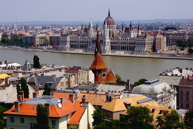 Blick auf Parlament und Donau, Budapest 2013 © Copyright by PANORAMO Bild lizensieren: briefe@panoramo.de