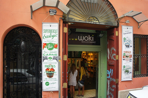 Woki Wok & Ecomarket in der Carrer Asturias 22, Stadtteil Gracia Barcelona, © Copyright by PANORAMO Bild lizensieren: briefe@panoramo.de