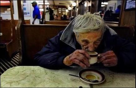Kaffee trinkender Armer in Neapel?