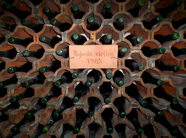 Weinschatzkammer in Ilok: Rheinriesling Jahrgang 1983 © Copyright Karl-Hugo Dierichs