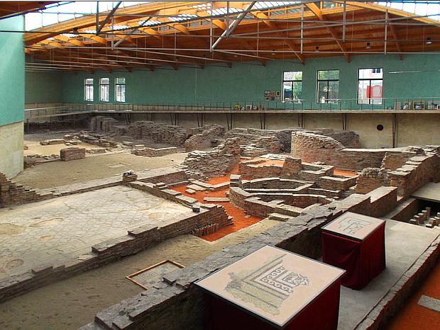 Imperial-Palast: Auf Spurensuche nach dem antiken Sirmium © Copyright Karl-Hugo Dierichs