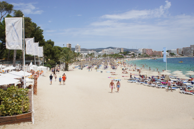 Nikki Beach vor dem ME Mallorca © Copyright by PANORAMO Bild lizensieren: briefe@panoramo.de