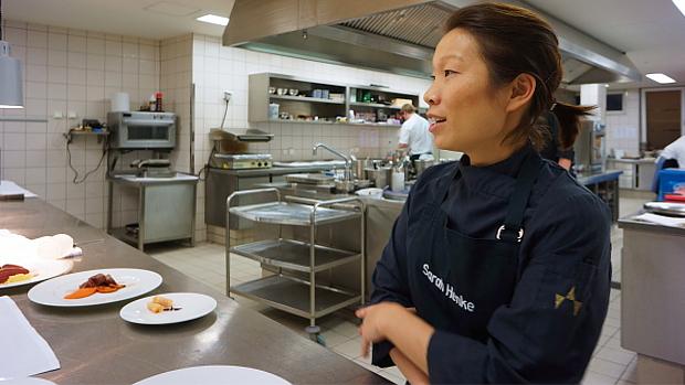 Sarah Henke in der Küche vom ambassador in St. Peter Ording © Copyright by PANORAMO