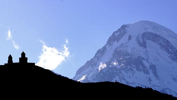 em 5.033 m hohen Gipfel des Kasbek © Copyright by PANORAMO