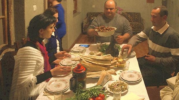 Gastfreundschaft - zu Gast bei einer Familie in Georgien © Copyright by PANORAMO