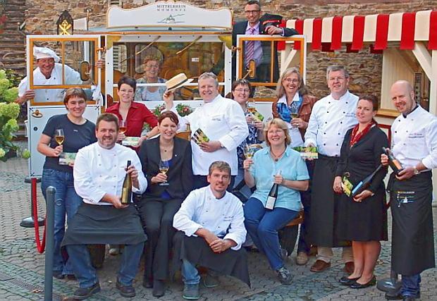 Winzer und Köche der Genusstour im Oldtimerbus © Copyright by http://mittelrheinmomente.de