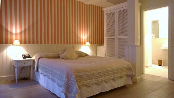 Eine gute Nacht verbracht im Strandhotel Glücksburg © Copyright by PANORAMO.de