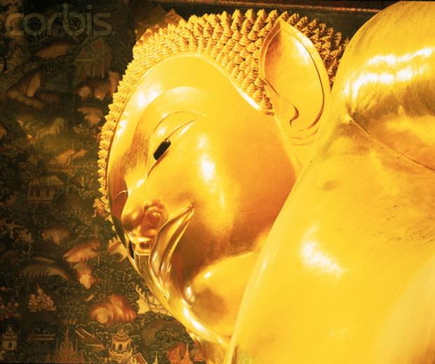 Golden statue of Buddha, Temple Wat Pho, Bangkok © Karl-Heinz Haenel/Corbis 42-15348284