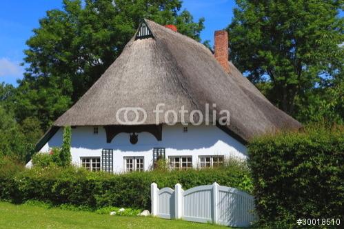 © Copyright by Karl-Heinz Hänel Reetdachkate in Siggeneben SH Foto ist hier sofort für Ihre Verwendung zum download bereit ab € 3,00 http://de.fotolia.com/id/30018510