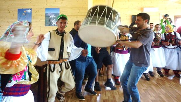 Festlicher Empfang der Albaner an der Grenze zu Kosovo © Copyright by Karl-Heinz Hänel