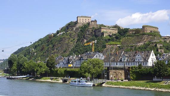 Koblenz - mit der Flora von A-Rosa auf dem Rhein Foto © Copyright Karl-Heinz Haenel
