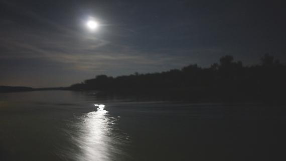 Mond über dem Rhein Foto © Copyright Karl-Heinz Haenel