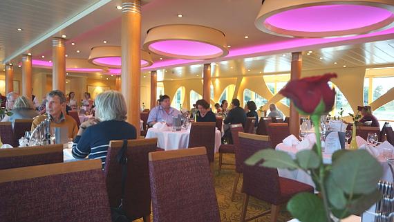 Restaurant auf der Flora von A-Rosa © Copyright Karl-heinz Haenel