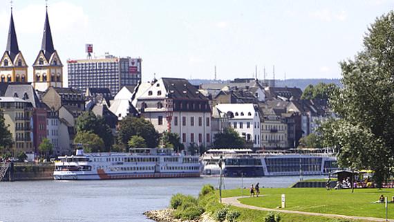 Koblenz Moselufer © Copyright Karl-heinz Haenel