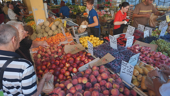Markt in Cuneo, Piemont Foto © Copyright Karl-Heinz Hänel