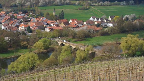 Weinberge über Oberhausen an der Nahe © Copyright Karl-Heinz Hänel
