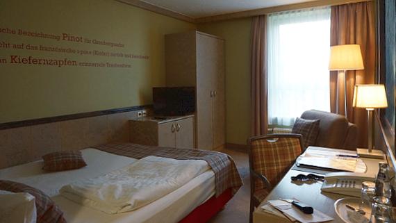 Zimmer im Berghotel zum Edelacker Saale-Unstrut © Copyright Karl-Heinz Hänel