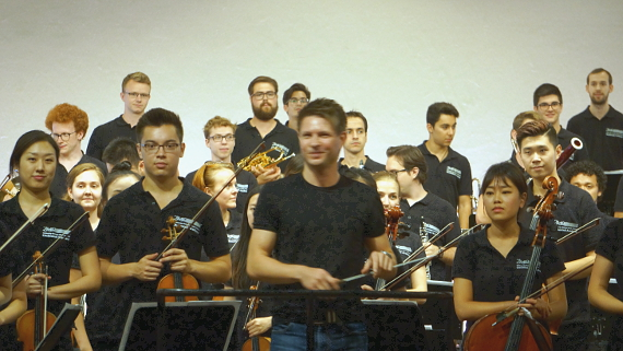 Dirigent Krzysztof Urbanski vor SHMF Orchester-Akademie 2018 © Copyright Karl-Heinz Hänel