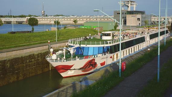 Mit A-ROSA auf der Donau © Copyright Karl-Heinz Hänel