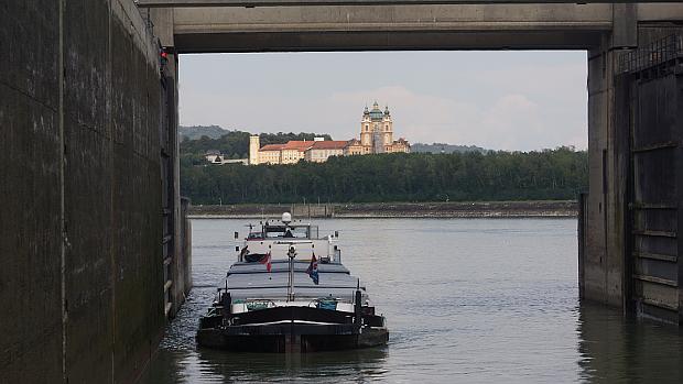 Auf der Donau nahe dem Stift Melk © Copyright Karl-Heinz Hänel