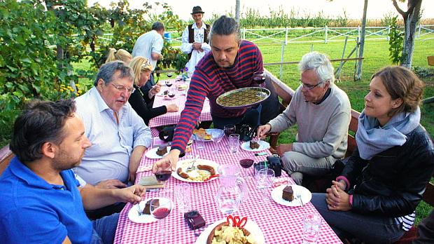 Zu Gast in Serbien bei Nikola & Perkov © Copyright Karl-Heinz Hänel
